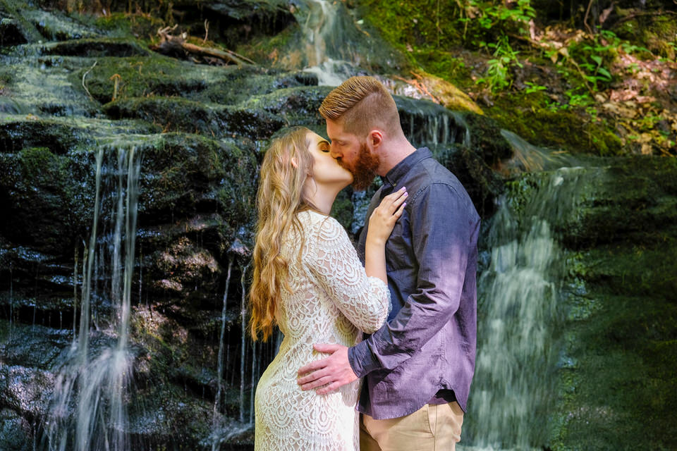 Candid_photography_engagement_waterfall-102.jpg