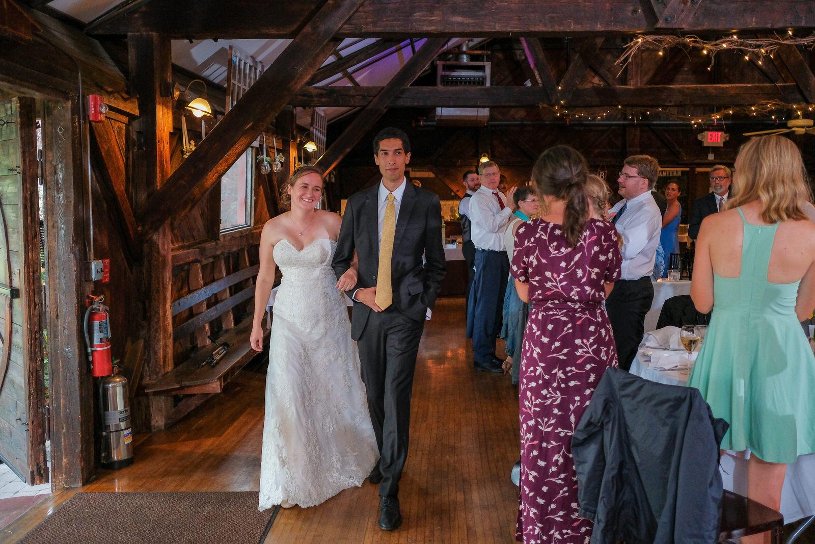 candid-vermont-wedding-photography-1058.jpg