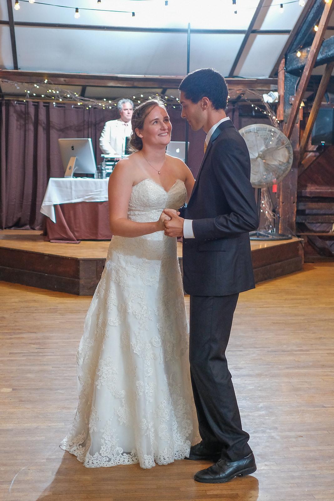candid-vermont-wedding-photography-1065.jpg