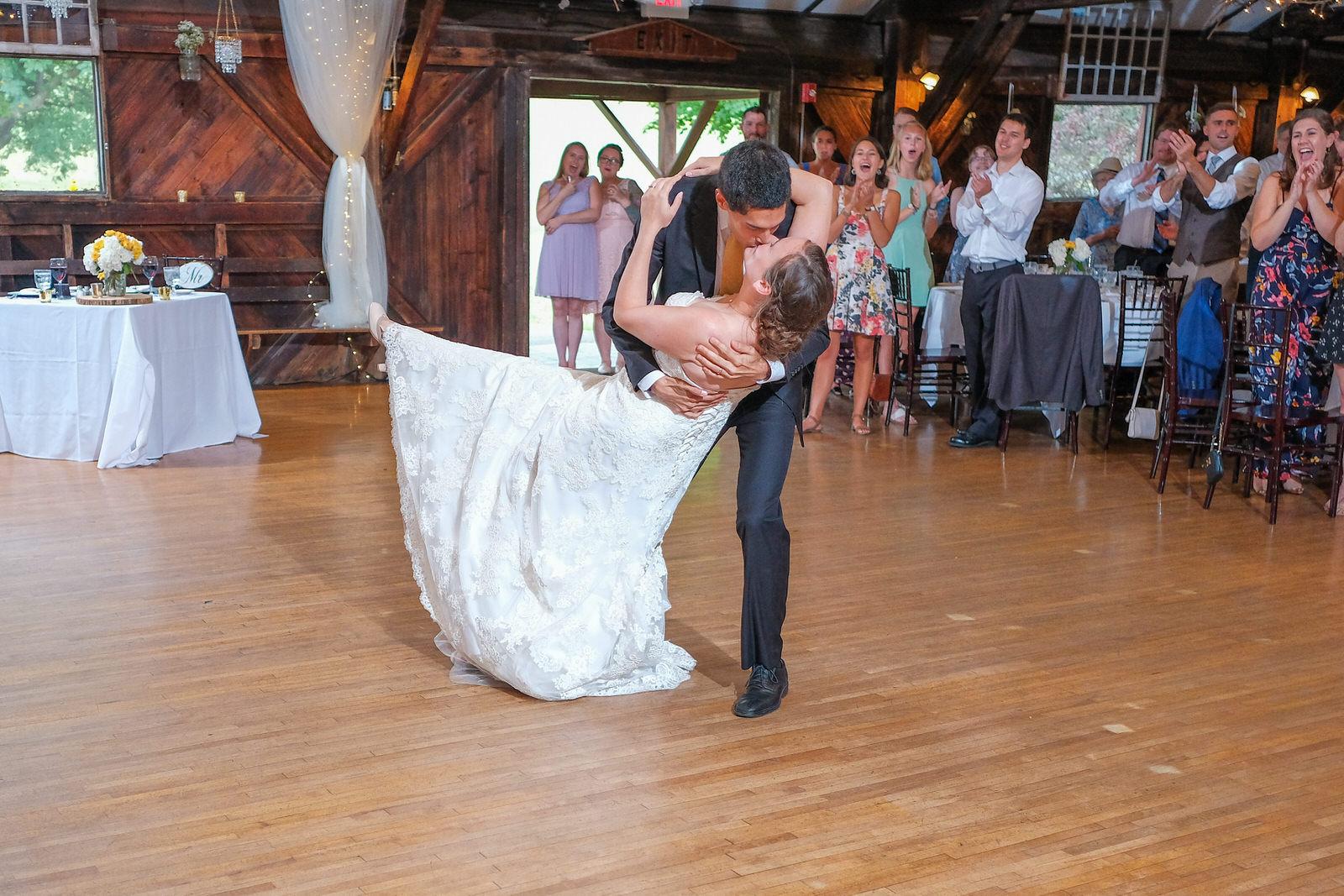 candid-vermont-wedding-photography-1081.jpg