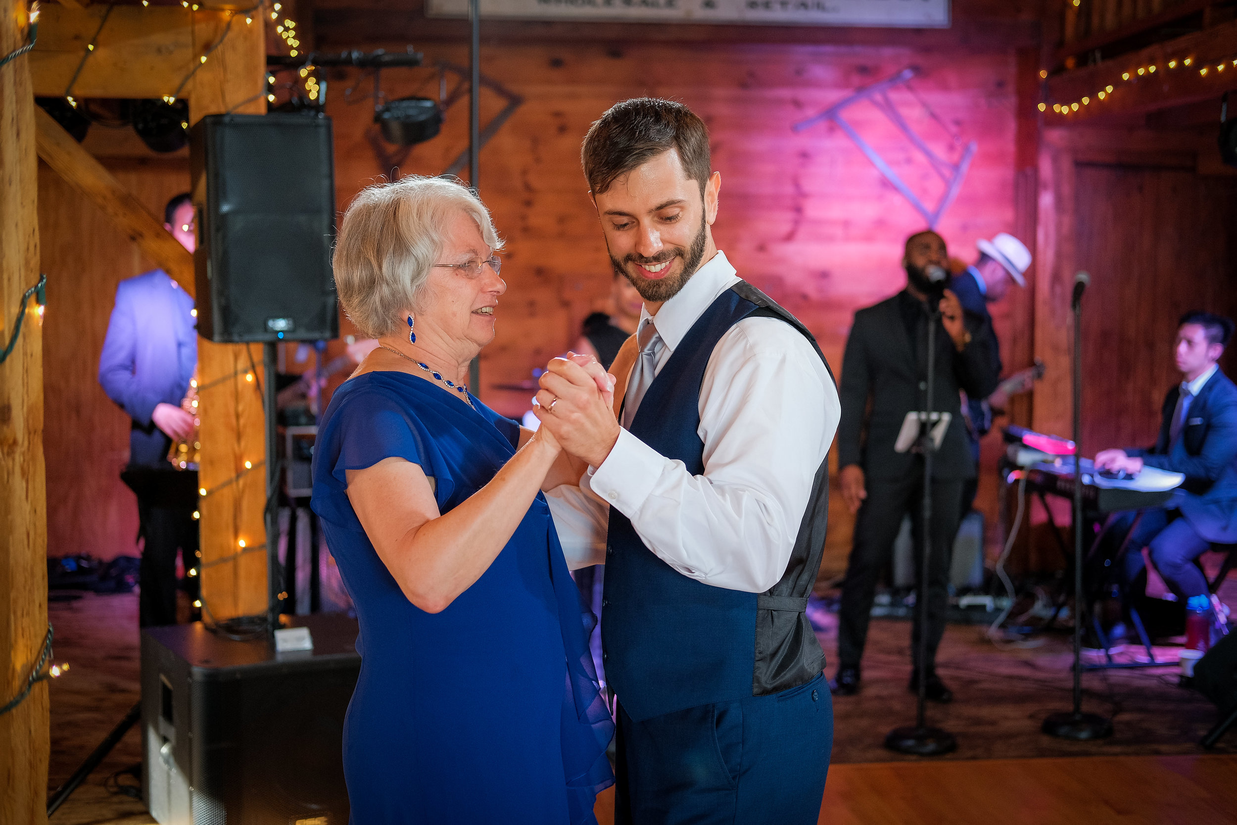 Peabody-Smith-Barn-Wedding-Photography-40.jpg