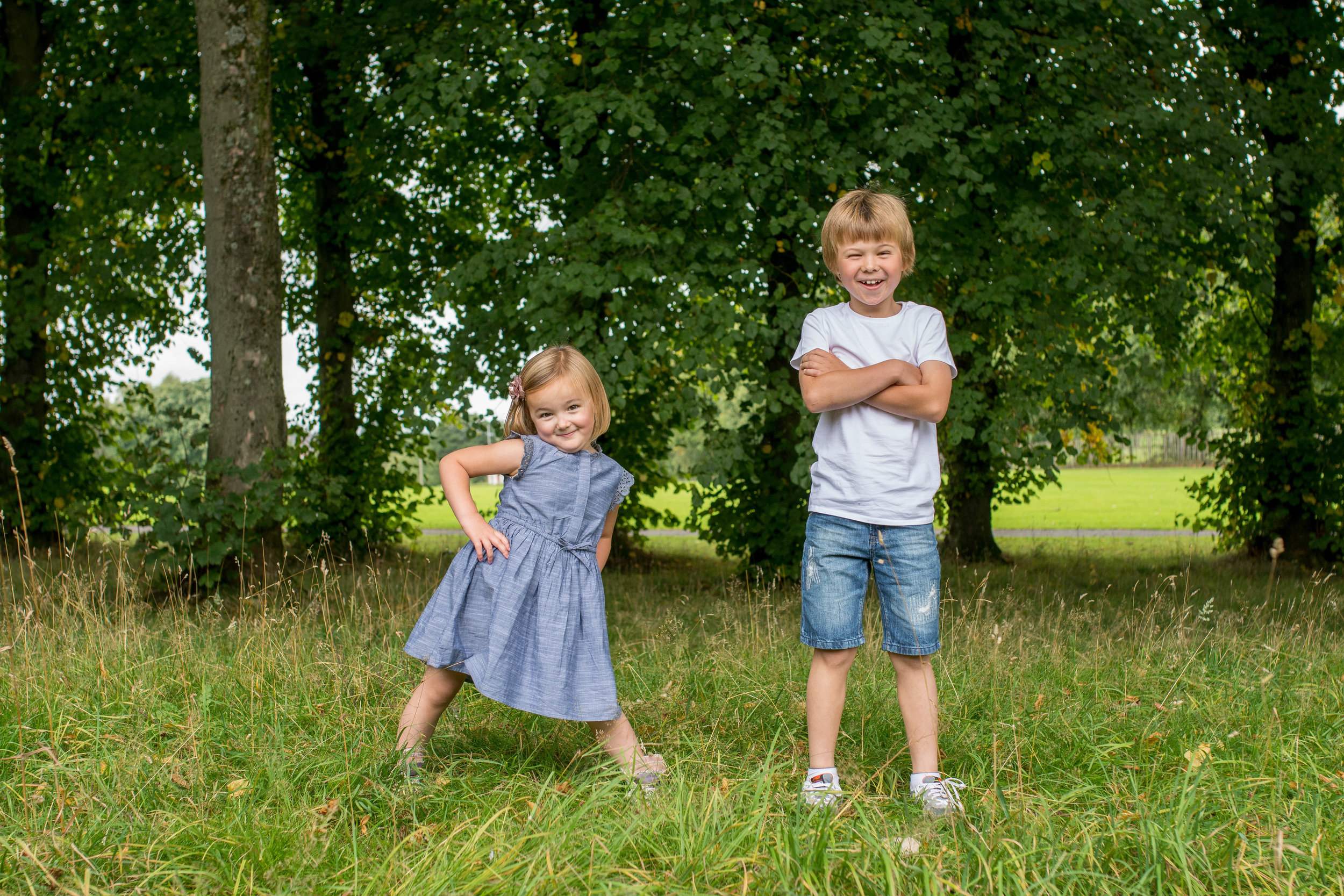 sibling portrait bars haw park in paisley renfrewshire