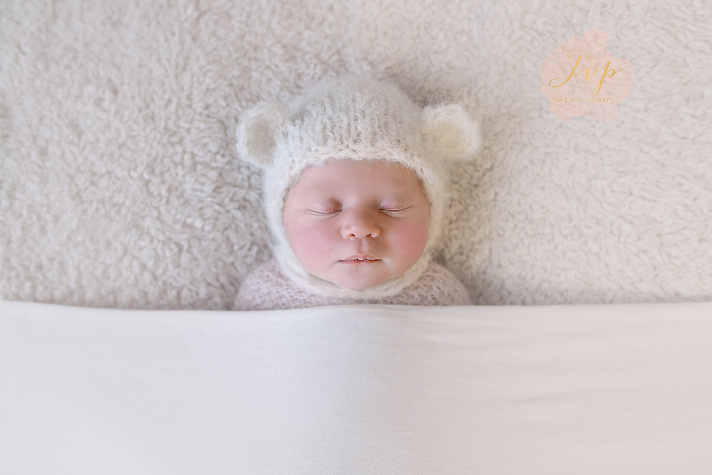 newborn-photographer-near-me-holly-bear-hat