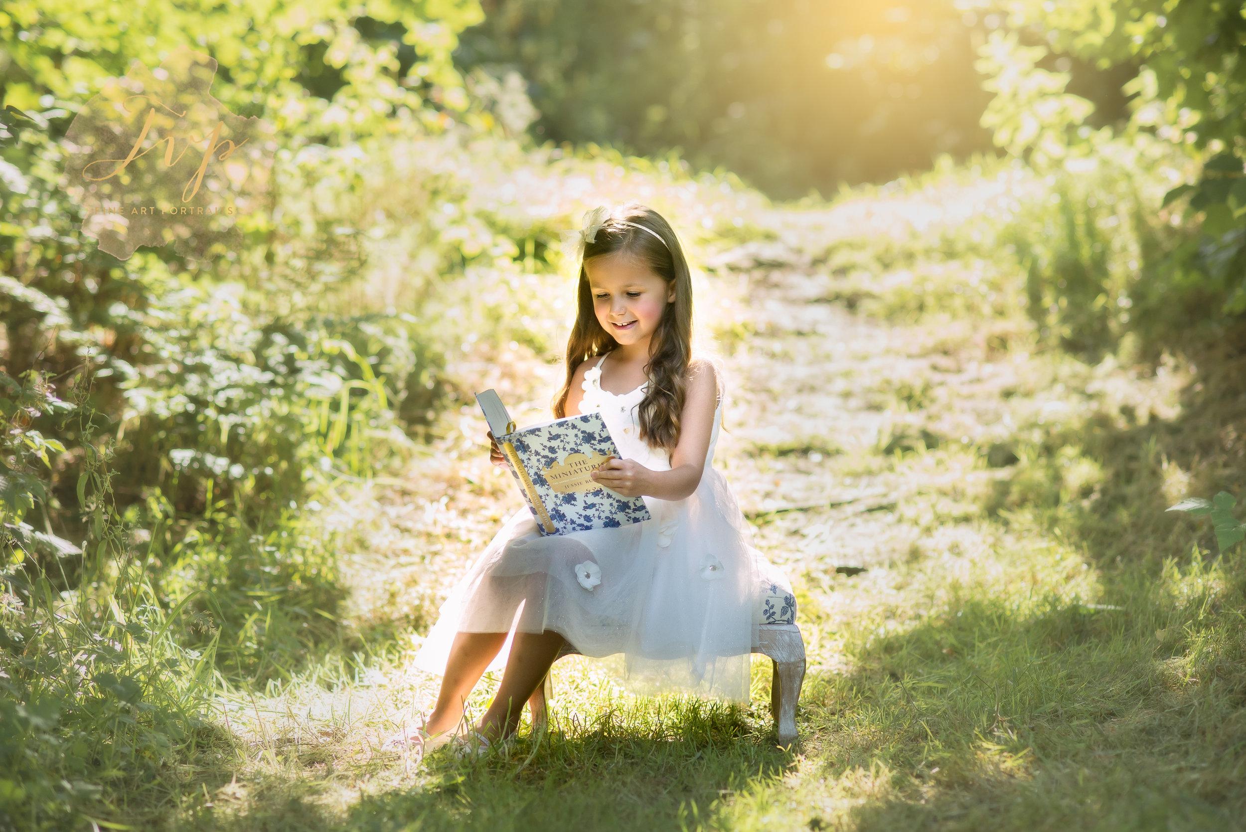 renfrewshire-photographer-girl-reading