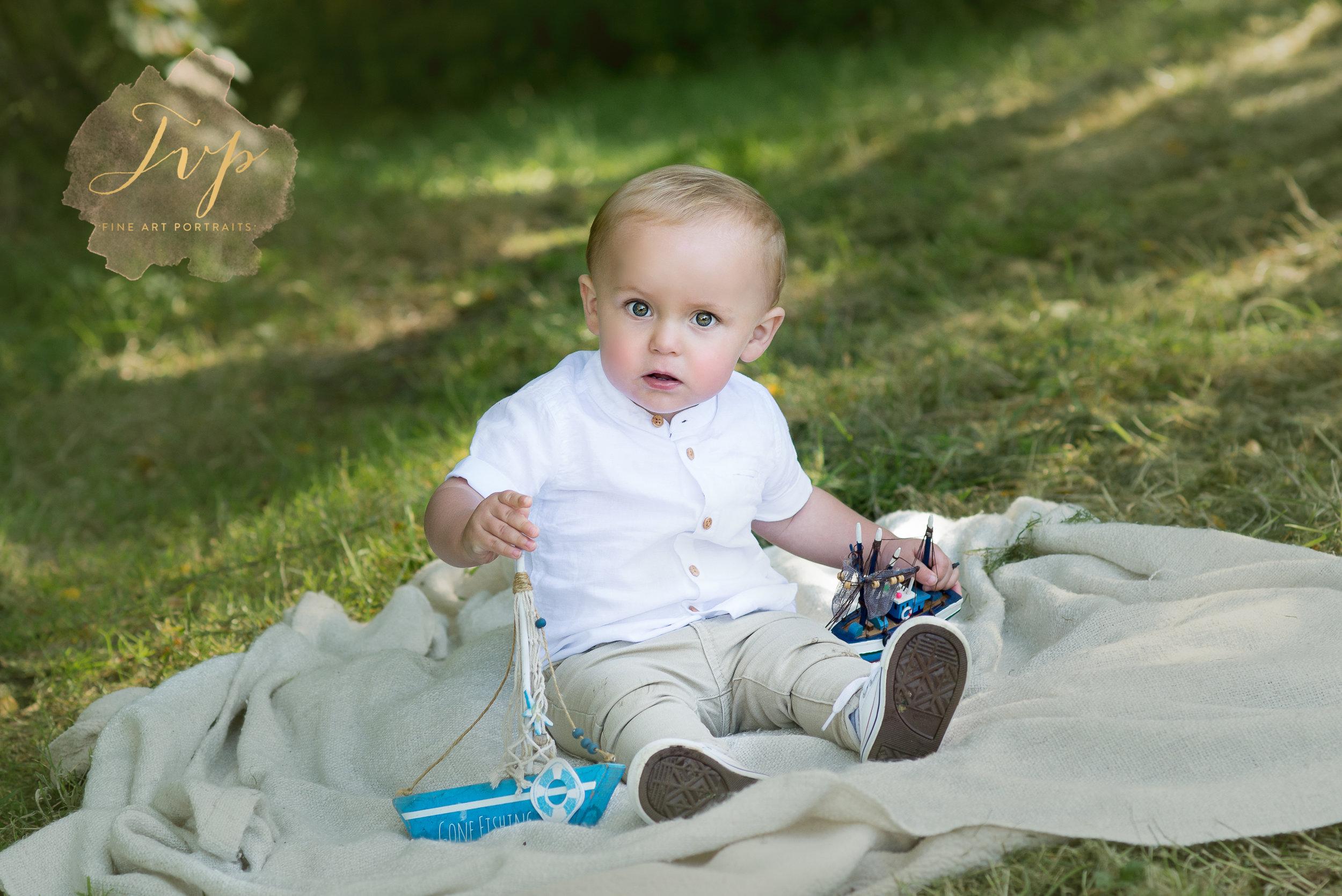 renfrewshire-photographer-baby-boy-with-boat