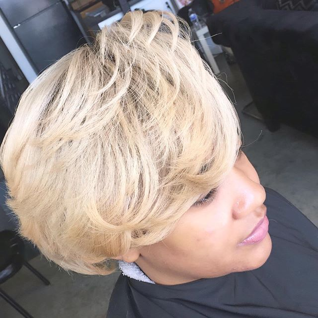Book now for healthy hair coloring #haircolorist #microlinks #braidlesssewin #naturalhairstyles #curlyhair #blondehair