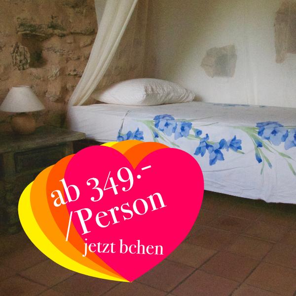 Doppelzimmer (Beispiel) mit geteiltem Bad & WC  ab 349.- Euro  Die Doppelzimmer verfügen über jeweils zwei getrennte Betten und eine Waschgelegenheit.