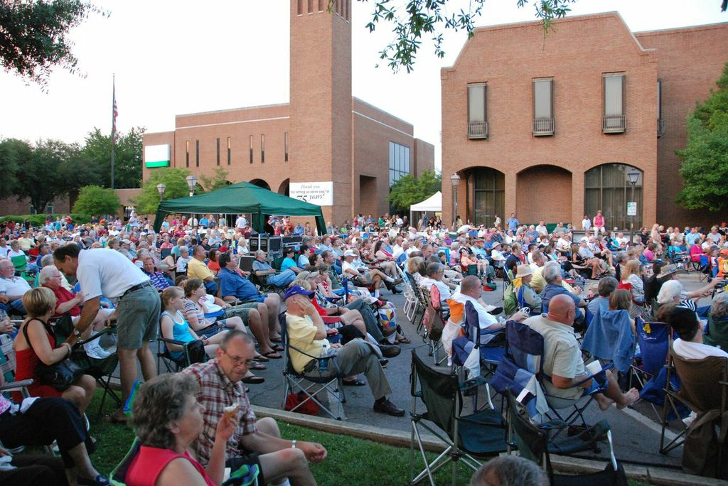 bluegrass_crowd_early.jpg