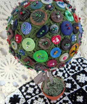 ©2012Lindsay-Obermeyer-Button-Topiary2.jpg