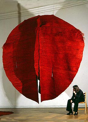 Art does not solve problems but makes us aware of their existence. It opens our eyes to see and our brain to imagine. (Magdalena Abakanowicz)  ABAKAN RED 1969   1969, sisal weaving on metal support  300 x 300 x 100 cm  Collection of the Museum Bellerive, Zurich