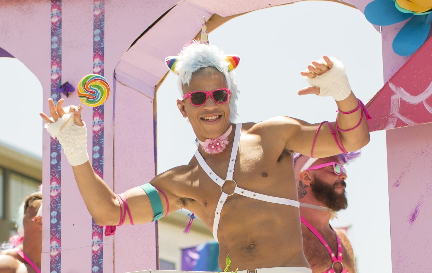 shewanders.photograpy.gay_.pride_.2017.san_.diego209.JPG.gay_.pride_.2017.san_.diego209.jpg