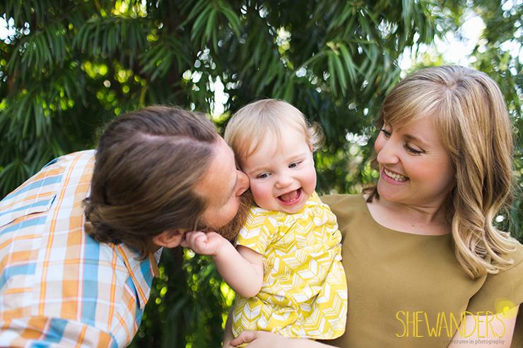 FamilyPhotoSmilingBabyBlueEyeBabySanDiegoWeddingPhotographyShewandersPhotography.jpg