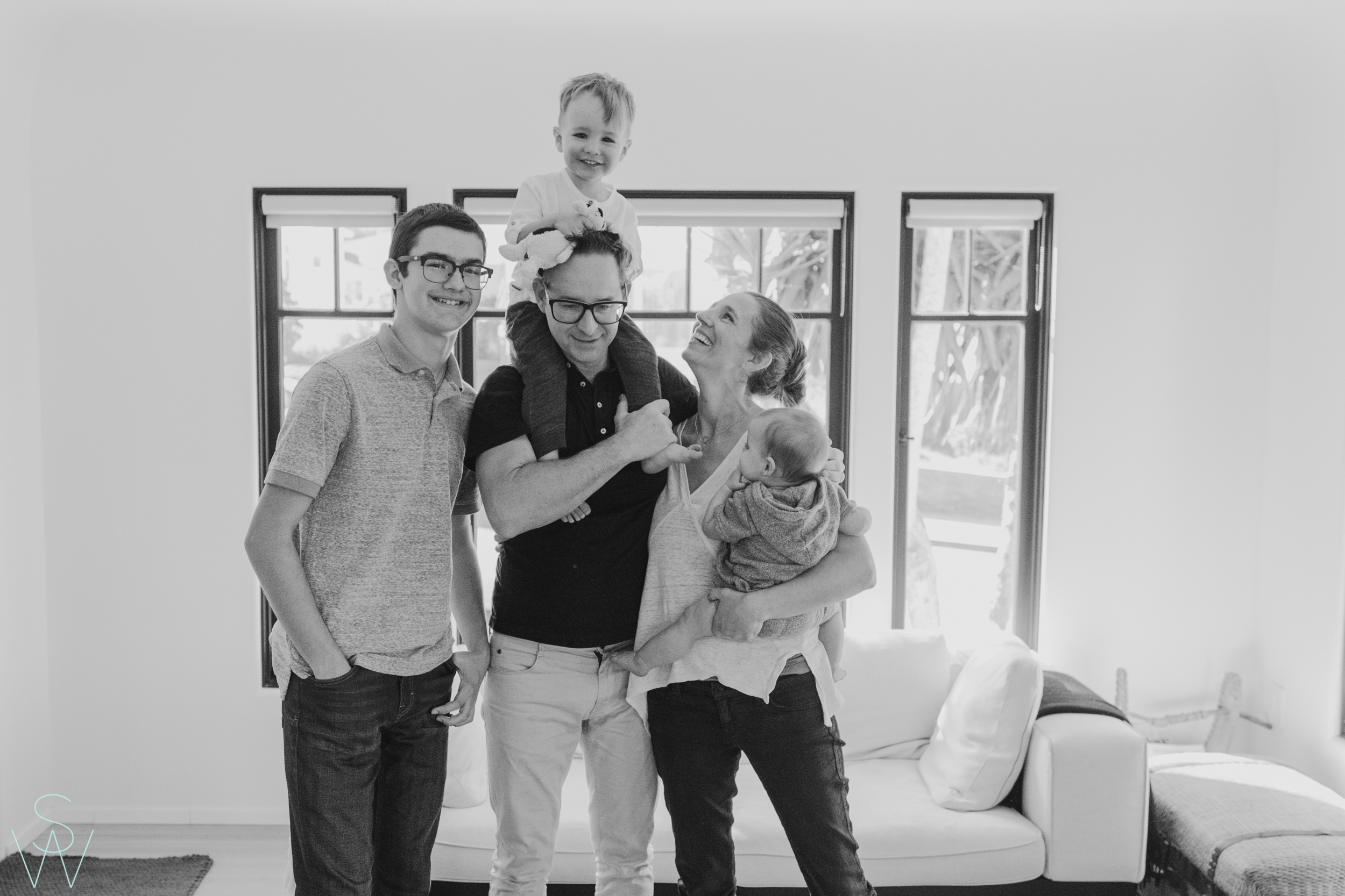 1052shewanders.point.loma.family.portraits.jpg