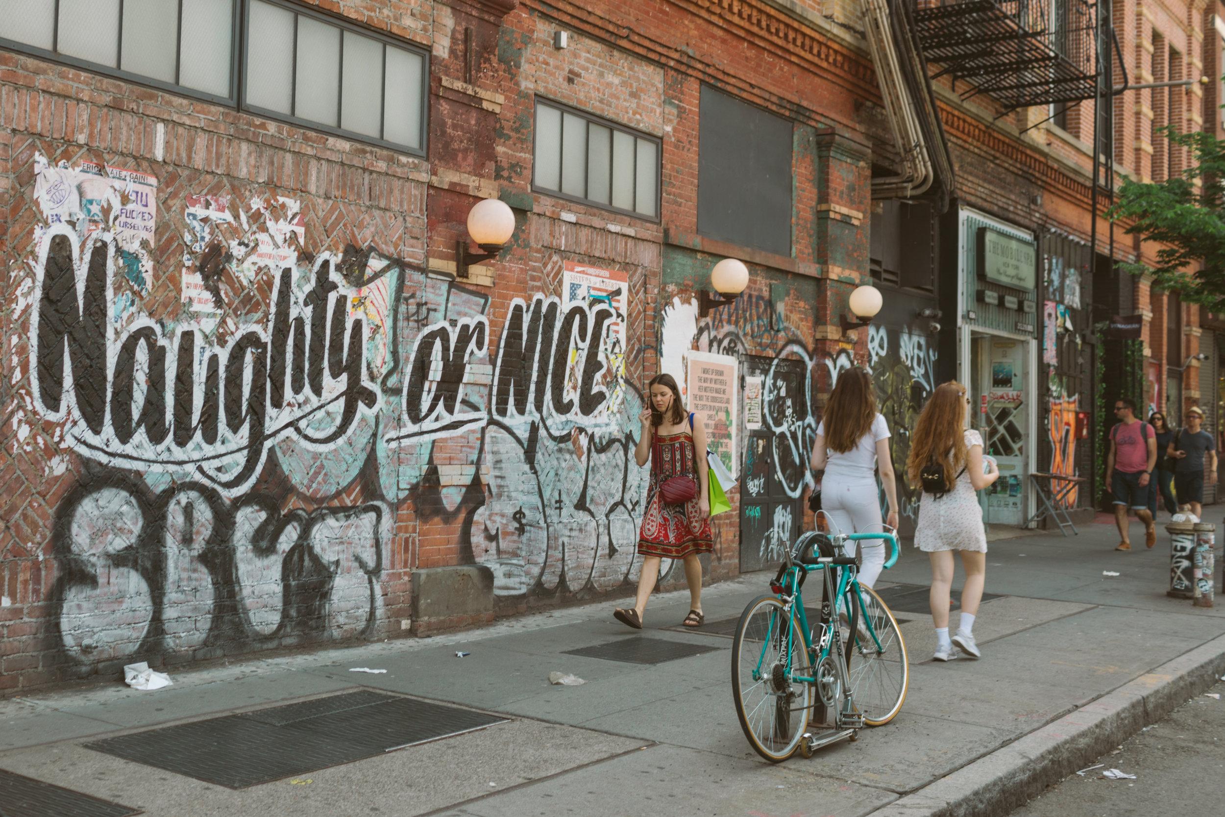 1022.shewanders.loves.new.york.art.museums.jpg