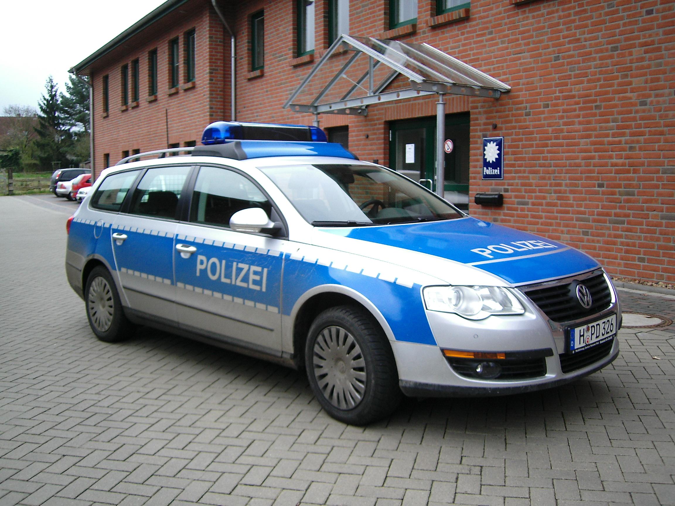 VW_Passat_Polizei_Niedersachsen.jpg