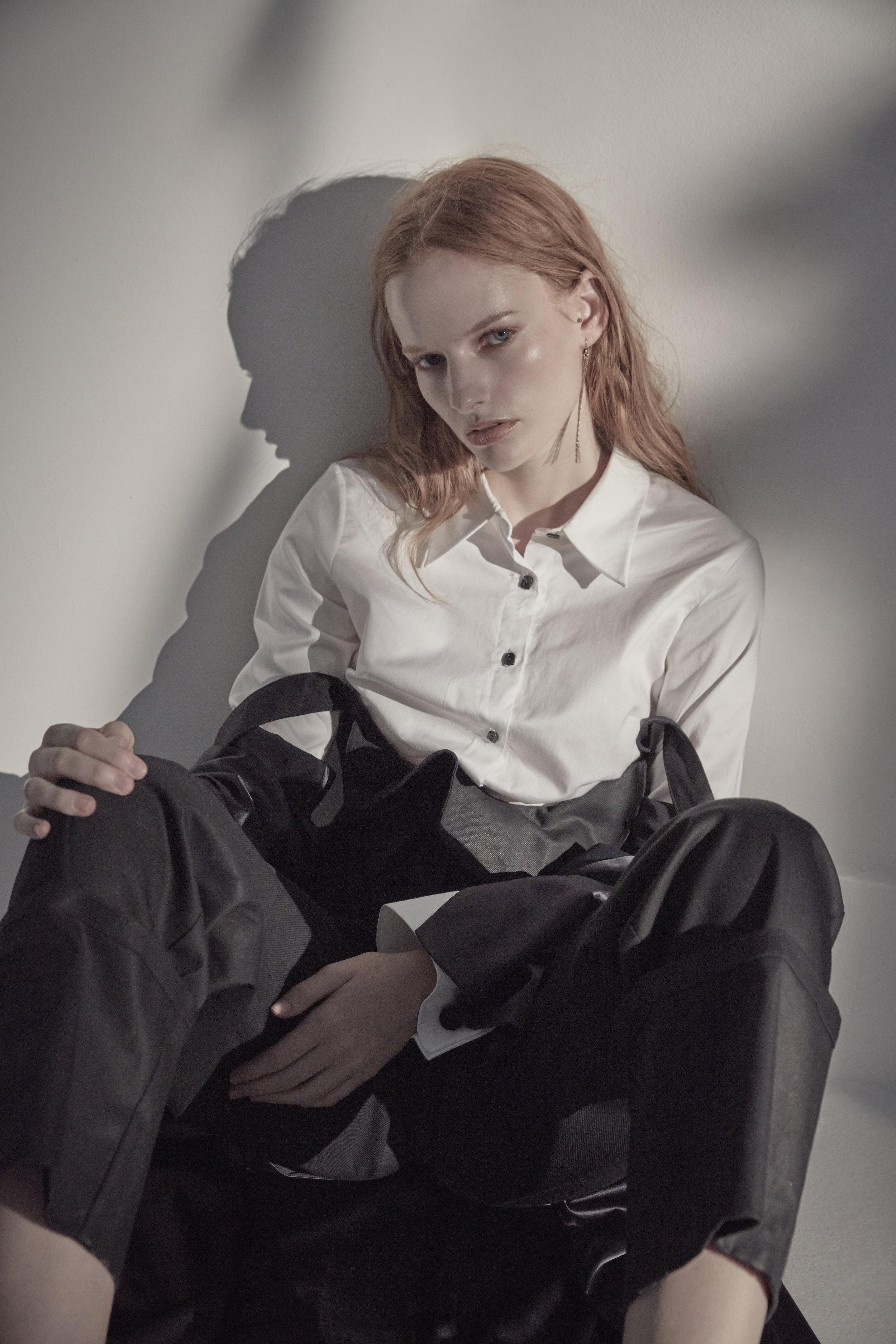 Shirt: OSMAN Trousers: TEIJA Coat: JACOON Shoes: MELISSA Pierce: MIRABELLE