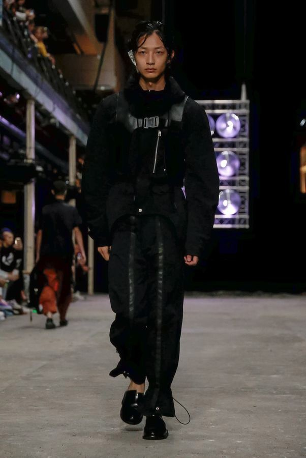 https___hypebeast.com_image_2019_06_a-cold-wall-spring-summer-2020-london-fashion-week-runway-16.jpg