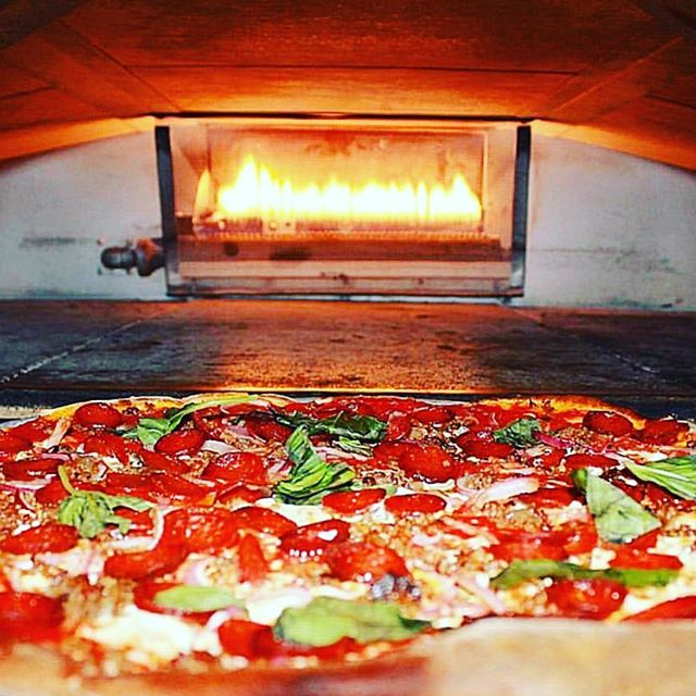 Pizza and football 🏈 At Patsy's 60th street we have a wide range to deliver the food right at your door this Super Bowl. Give us a call at 212- 688-9707 and place your order today for a scheduled delivery. #superbowl #pizza #pasta #drinks #beers