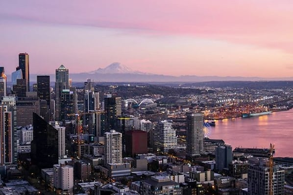 Golden hour in Seattle. 🍥 (pc:@lmn.photo.graphy)