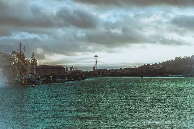 Such a breathtaking shot of our beautiful city!  @ogsnipe . . . . . . #editorial #seattleportraits #photooftheday #streetmeetwa #donwtownseattle #waterphotography #commonraw #seattlecreatives #sonya7ii #bellevue #lakewashington #portofseattle #seattlecolors #extraordinaryexplorer  #seahawks #photography #redeyetm #thedownmarket #editorialphotography #igseattle #wanderlust #gameoftones #moodygrams #shotbysnipes #collectivegallery #visualstoryteller #digitalart