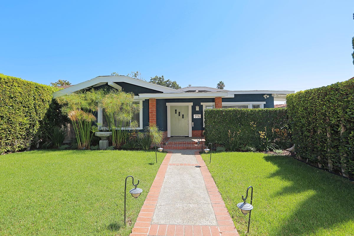 SOLD!  $949,000   206 N. Wilton Place