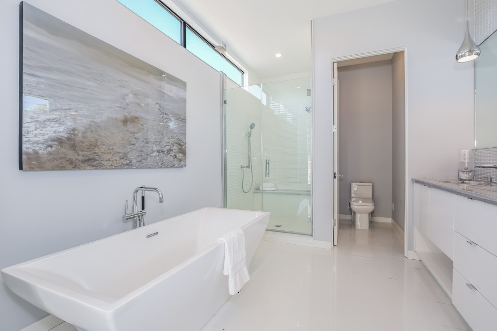 030-Master_Bathroom-1982676-medium-1024x683.jpg