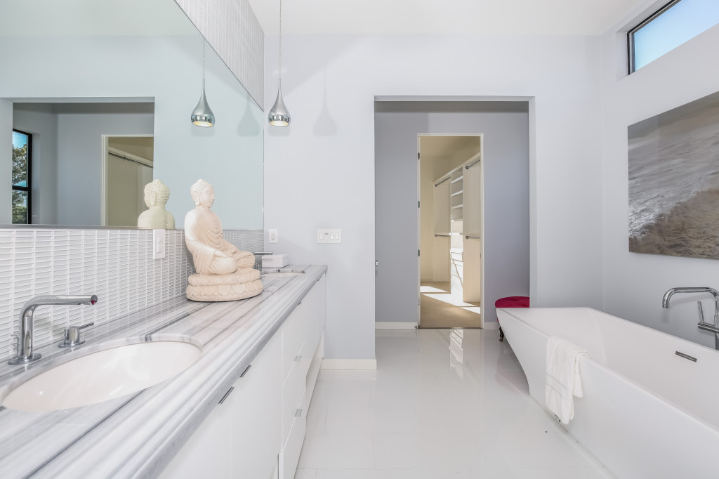 033-Master_Bathroom-1982672-medium-1024x682.jpg