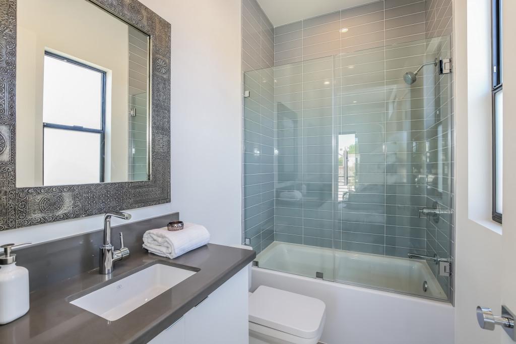 042-Bathroom-1982693-medium-1024x682.jpg