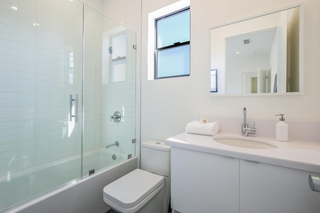 043-Bathroom-1982689-medium-1024x682.jpg