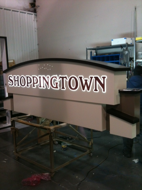 Shoppingtown Install 9.jpg