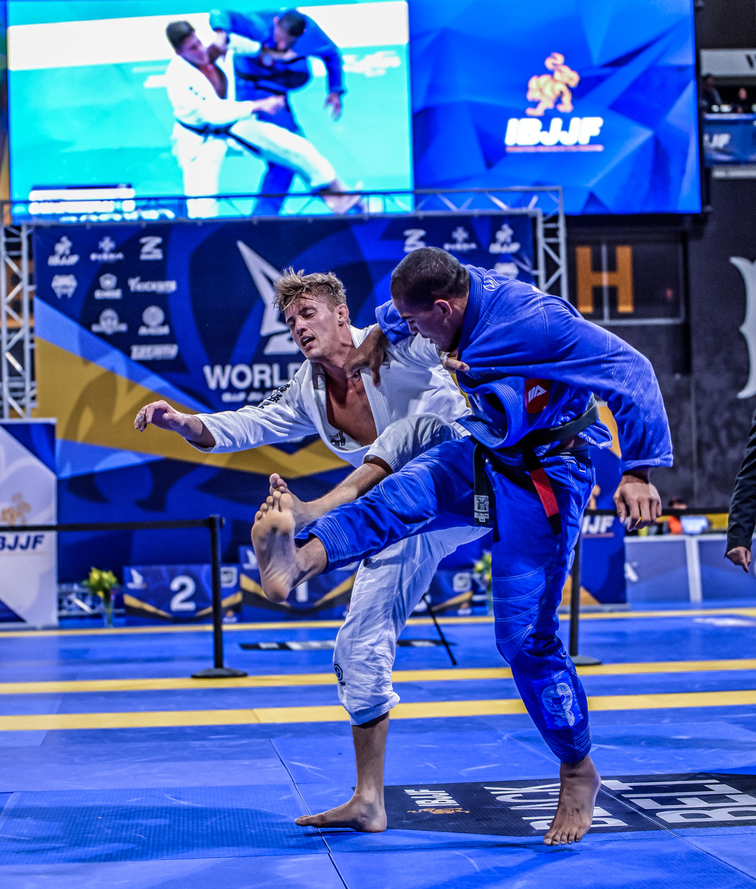 Nicholas Meregeli and Mahamed Aly in a savage Super Heavy Finals match. Meregali was the returning Heavy Weight Champion and moved up to Super Heavy for this year's Worlds. Mahamed Aly would win the Super Heavy Gold here and become one of two Team Lloyd Irwin Black Belt World Champion at Worlds 2018.