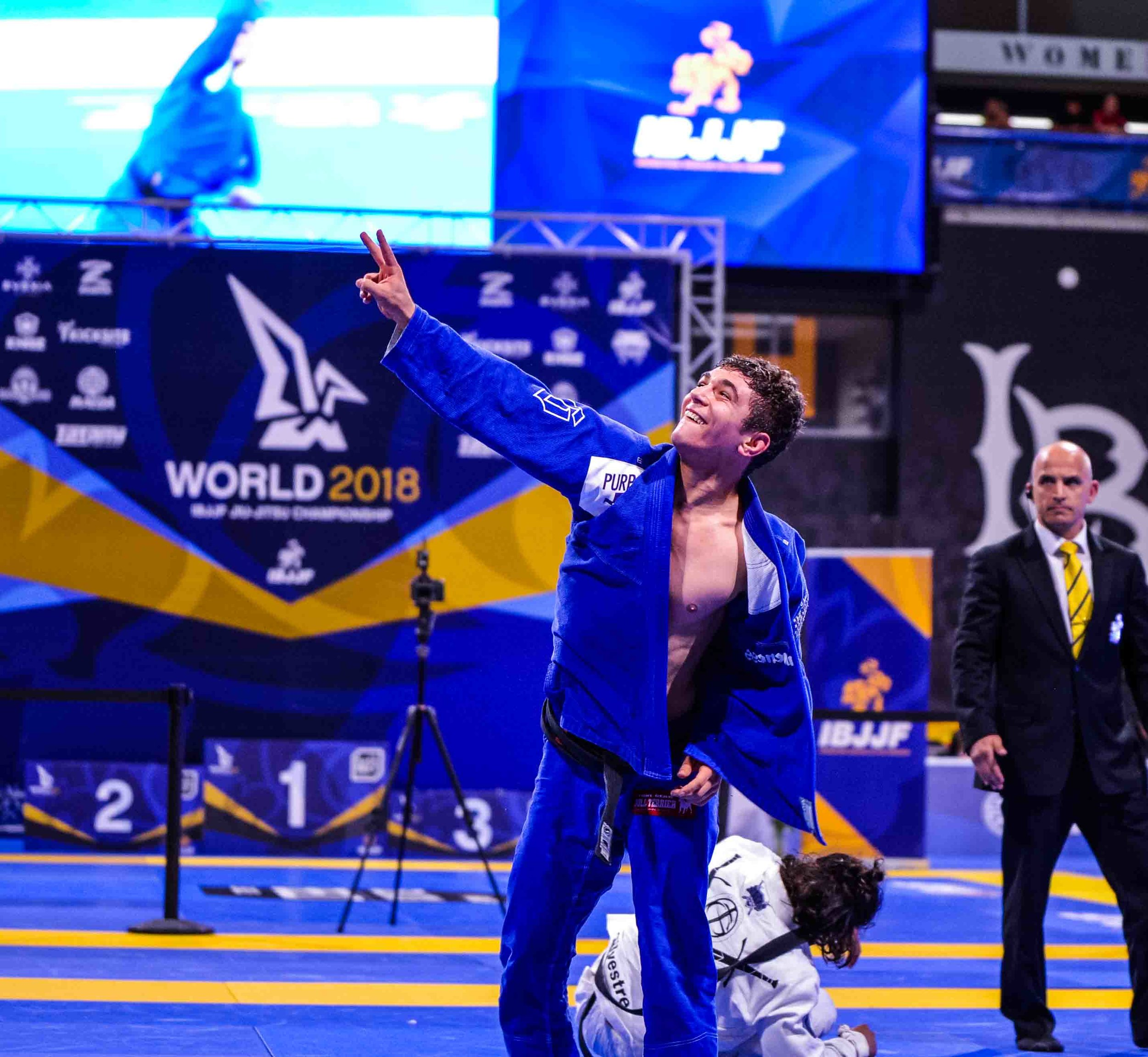 Mikey Musumeci becomes the first (and only so far) American to win a Black Belt World Championship twice by defeating Ary Farias.