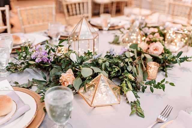 I love how popular these gold geometric shapes are this year with greenery!