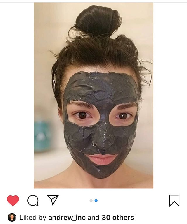 🙌🏽 TGIF⚡️ • • • #crystonitesuperchargedmask #beautyproducts #exfoliate #newproducts #gemstones #clearskin #beauty #facemask #allnatural #skincare #bestof #crystonite #mask #claymask