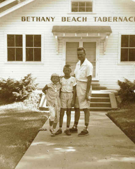 Woody with his father and sister