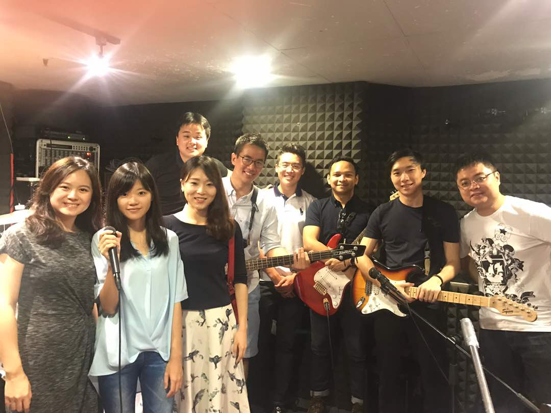 Led by HKUST MBA Head of Marketing & Admissions Gary Lo, the MBA Band passes from class to class with a rotating group of talented musicians.
