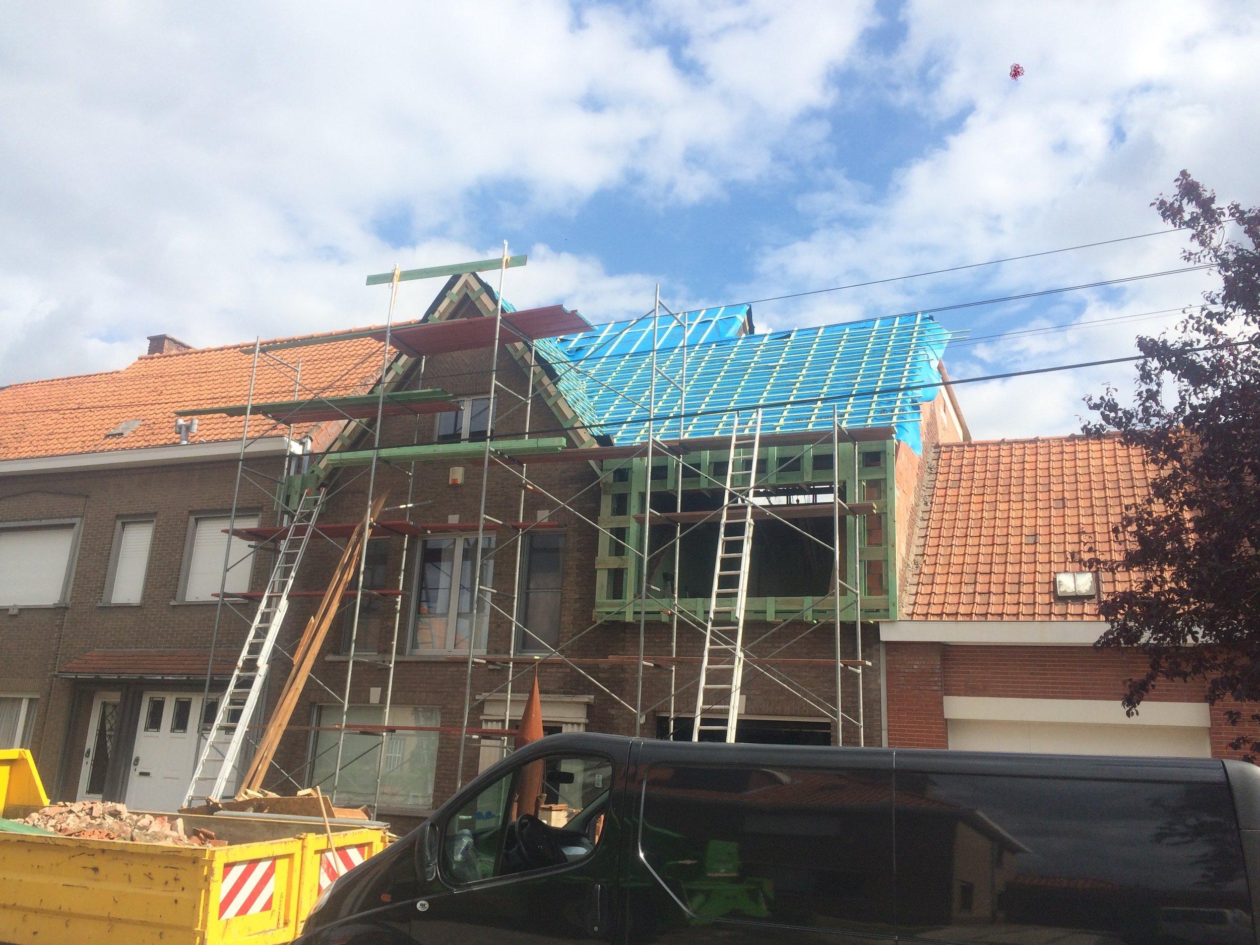 Volledige dakrenovatie met uitbouw dakkappel Kortrijk.jpg