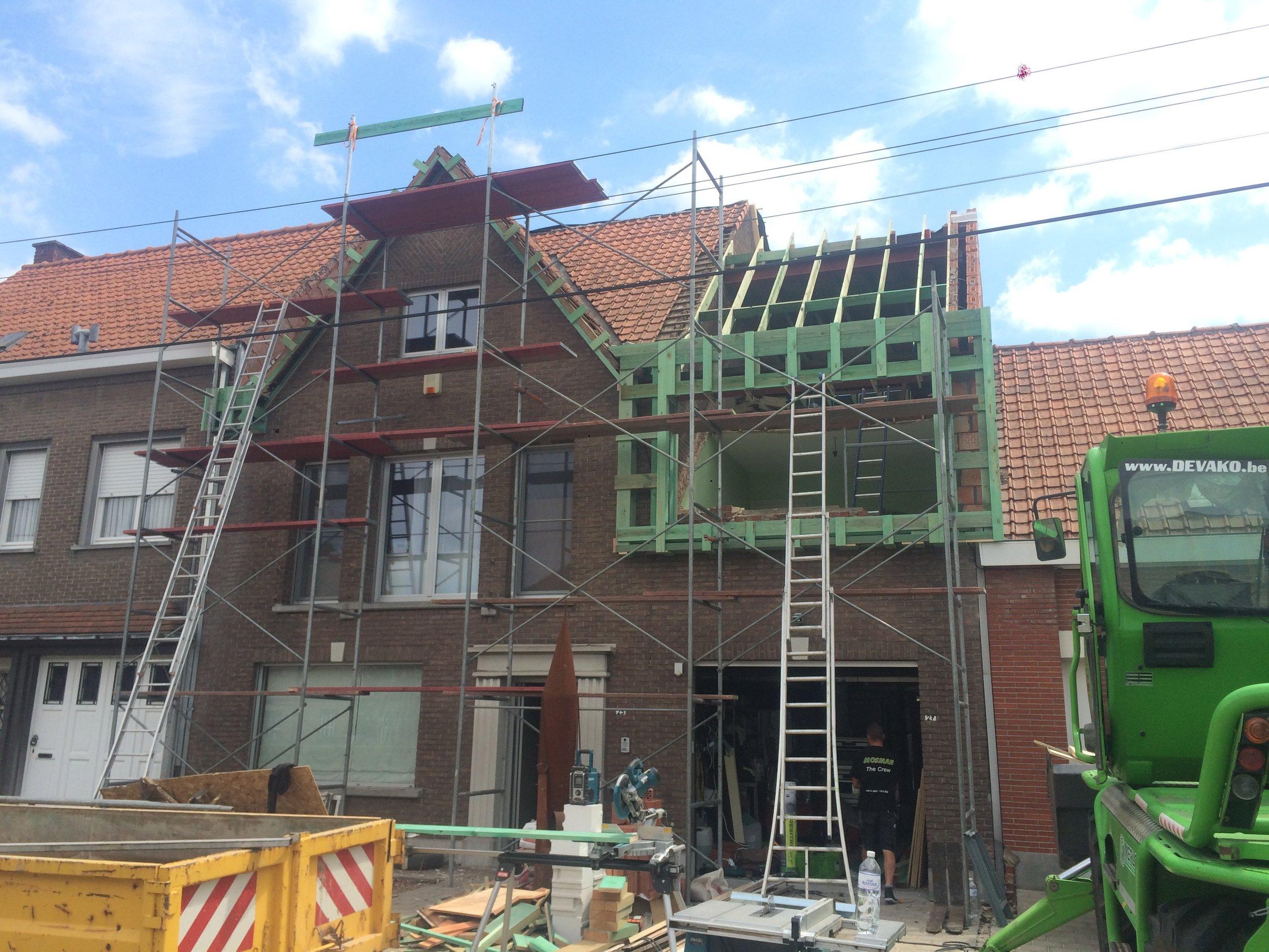 Volledige dakrenovatie met uitbouw dakkappel West-Vlaanderen.jpg