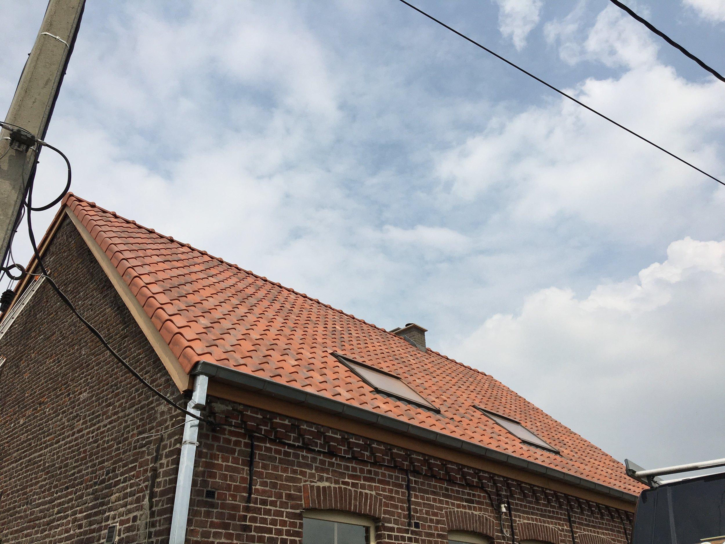 Dakrenovatie met velux Brugge.jpg