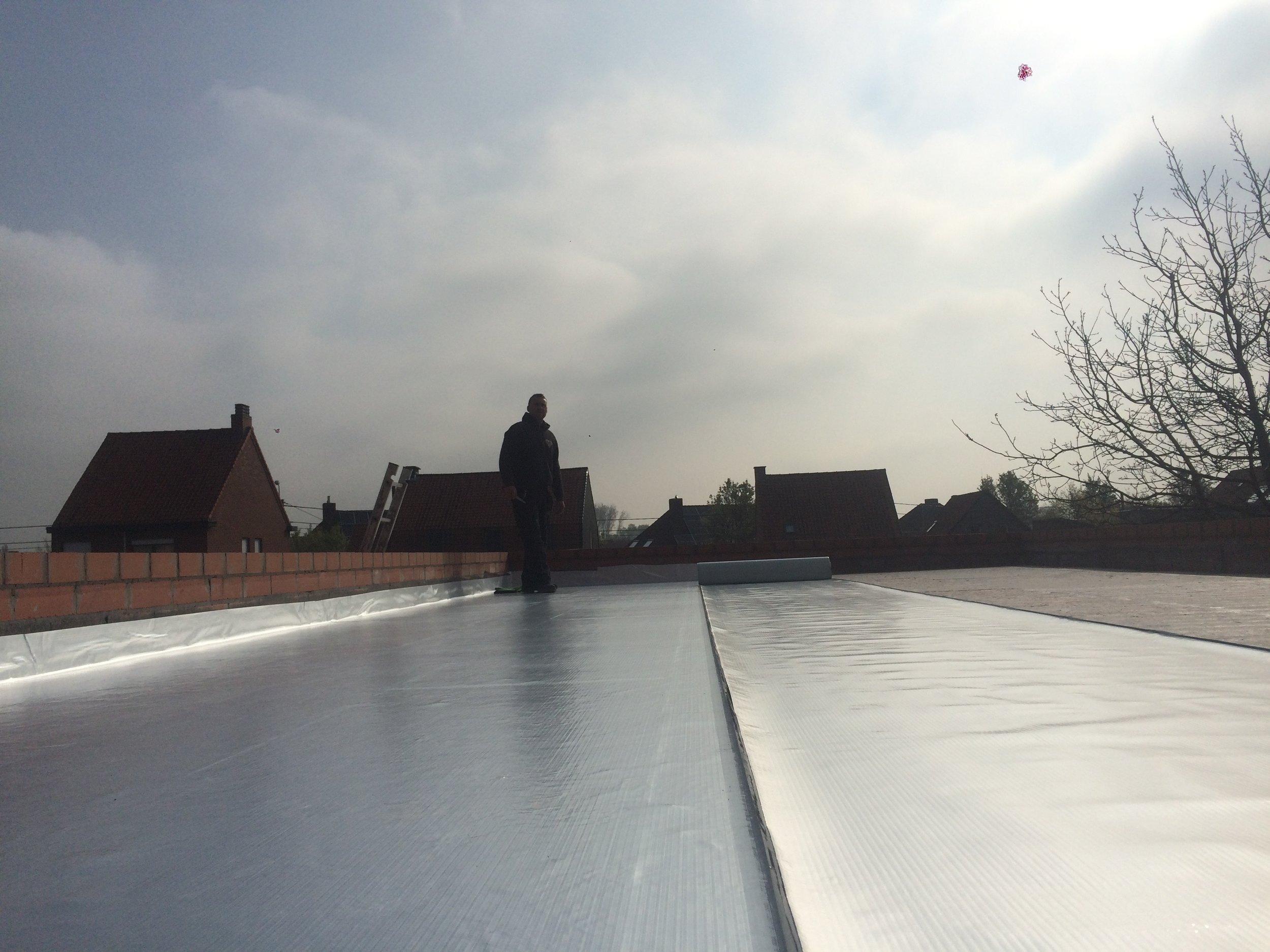 Renoveren plat dak EPDM Kortrijk.jpg