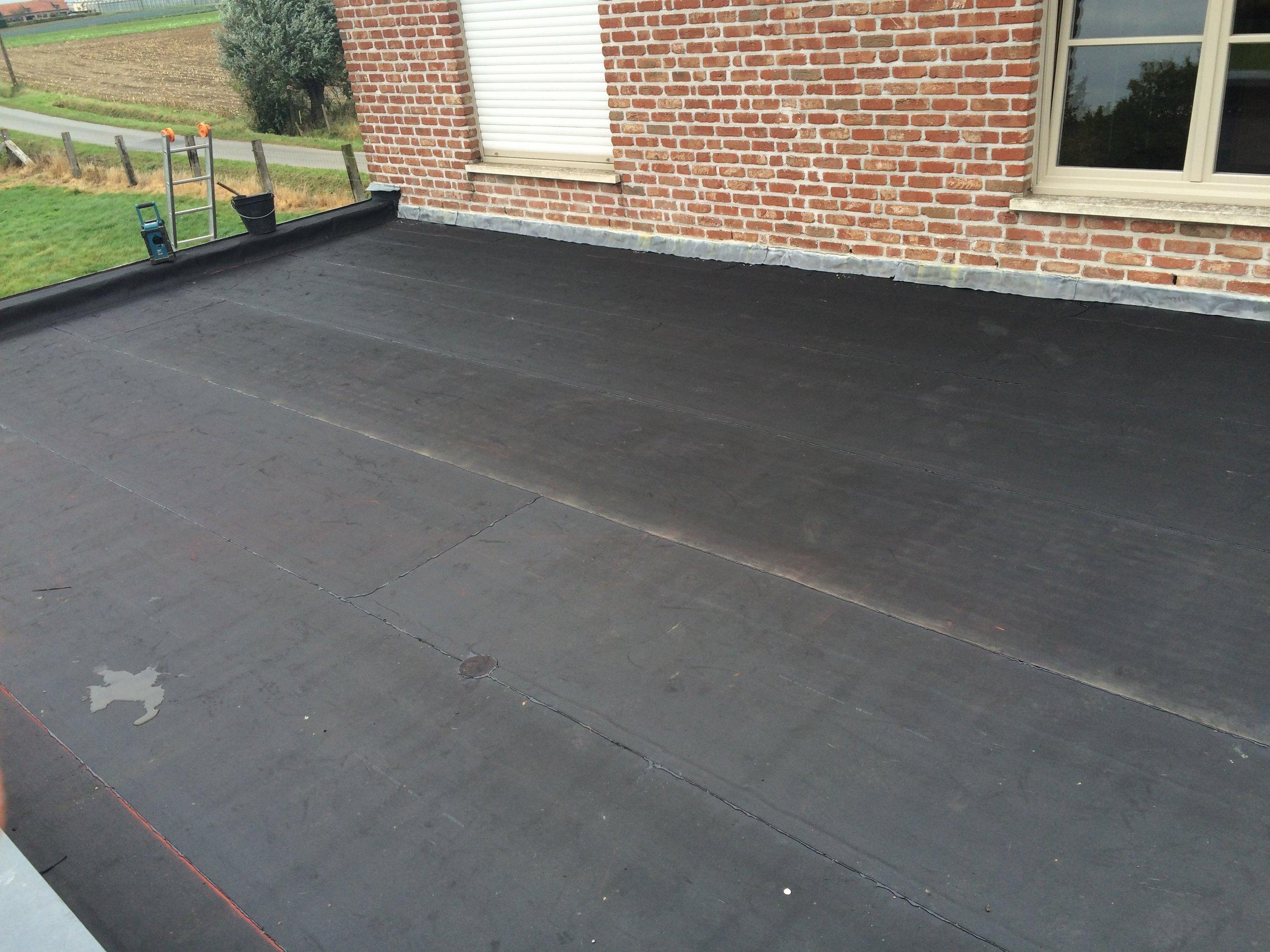 Vernieuwen EPDM plat dak Roeselare.jpg