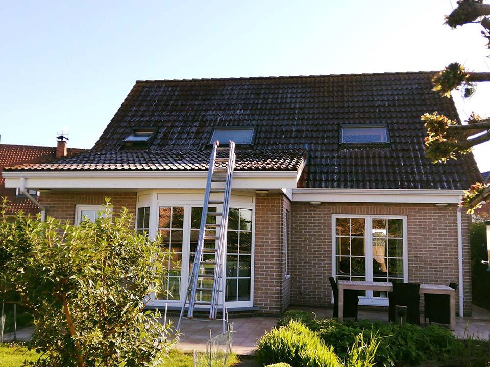 Ontmossen en coating dak - rood - Kortrijk - voor.jpg