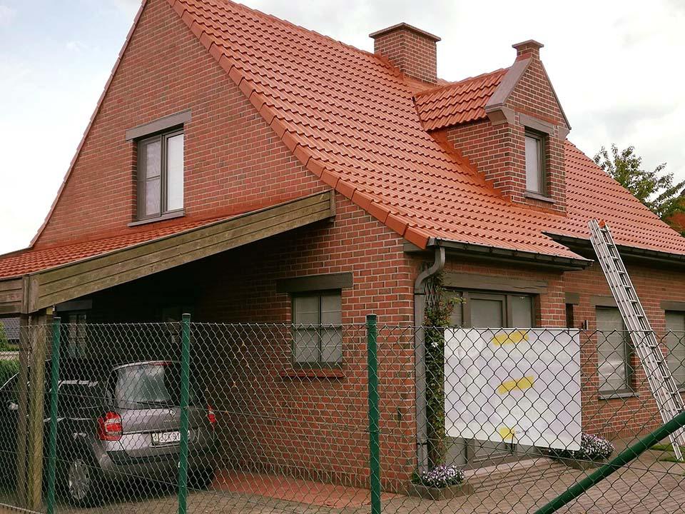 Ontmossen en coaten dak - Kortrijk - na.jpg