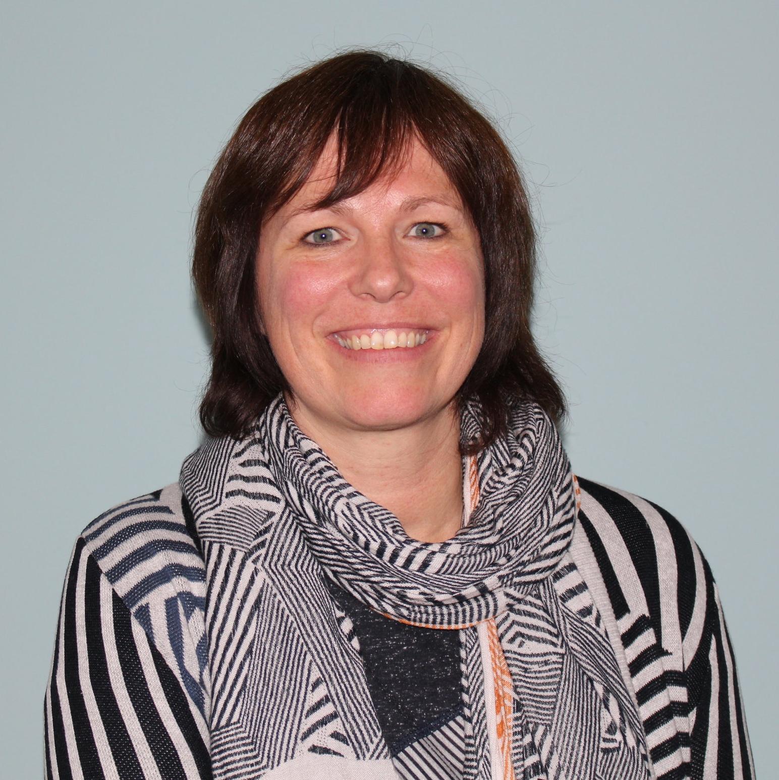 Ann Lambert, Acceptance en Commitment Therapie, Contextuele gedragstherapeut i.o., Master in de psychologie (klinische), doelgroep 8 tot 80 jaar 0488/77.88.46 ann@danseninderegen.com