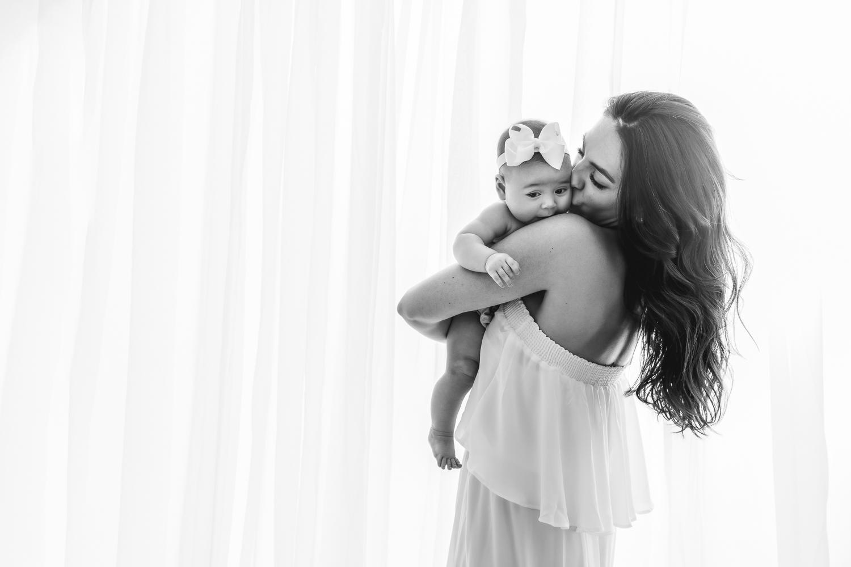 Carli_Motherhood_Session_NicoleHawkinsPhotography_UWS_2019_Web-15.jpg