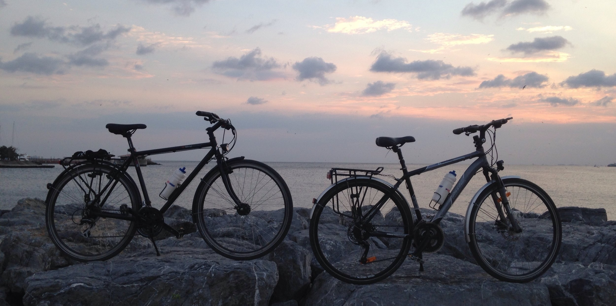 Our trusty steeds enjoying a day off in İstanbul:Ben´s on the left and Manon´s on the right.
