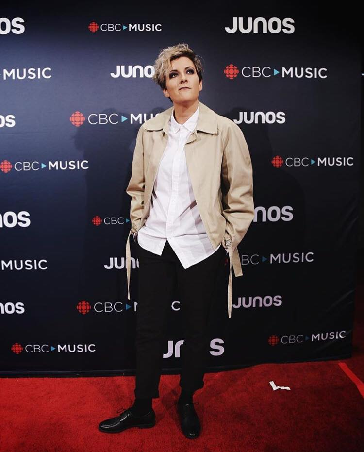 Ria Mae wears the Cropped Raglan Jacket in Khaki to the 2018 JUNO Awards in Vancouver, BC
