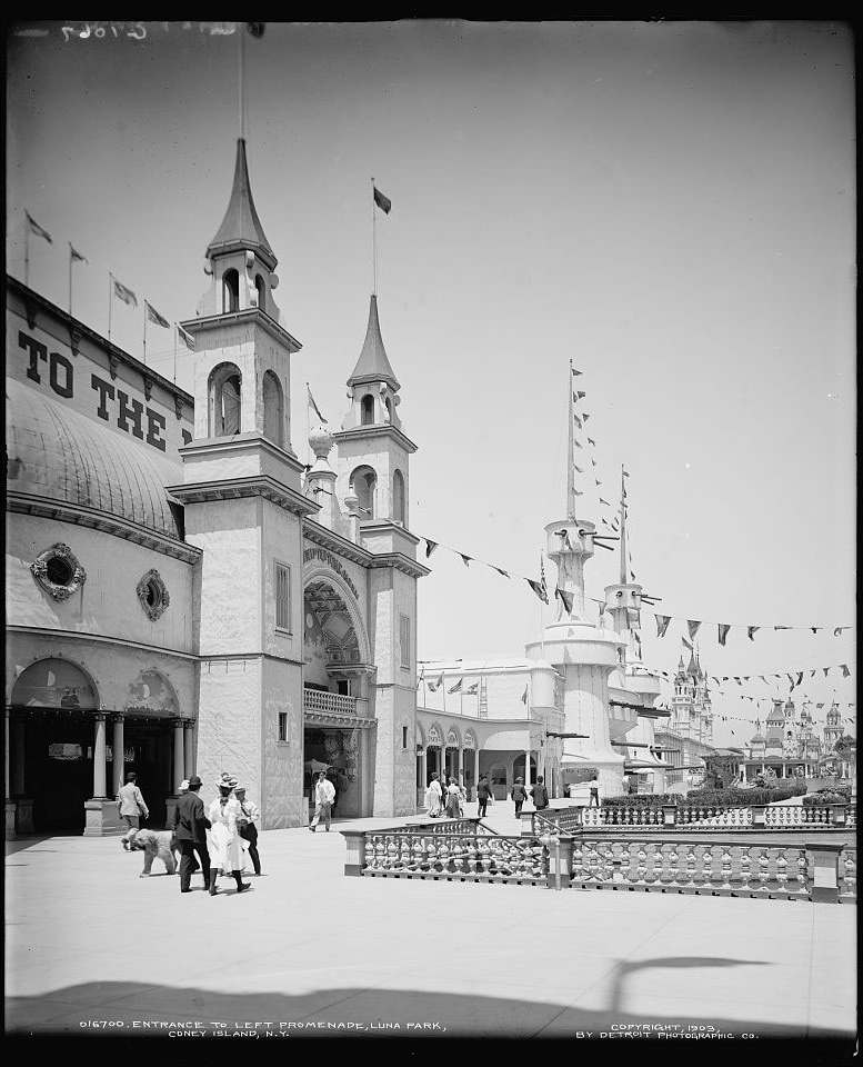 """""""The Trip to the Moon"""" in Luna Park, ca. 1903"""