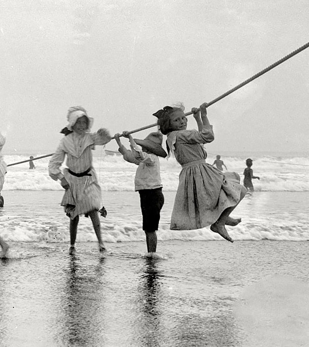 girls-coneyisland-beach.jpg