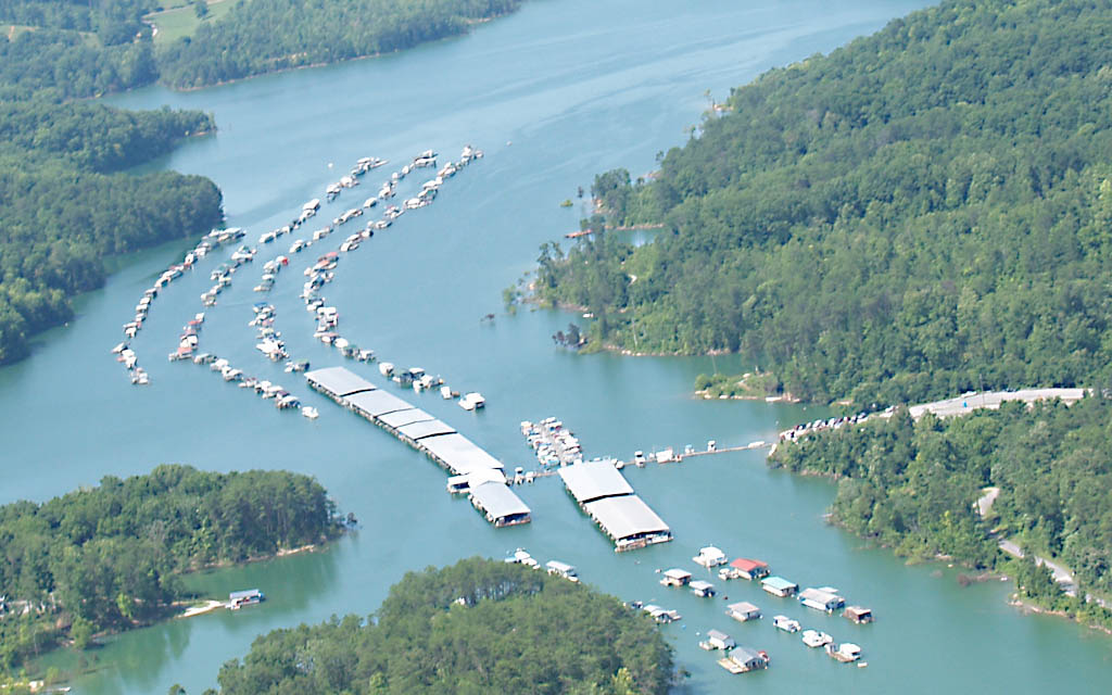 Straight Creek Dock  (Member) 775 Straight Creek Rd, New Tazewell TN 37825  423-626-5826  Located on beautiful Norris Lake near New Tazewell, Tennessee, we are a family orientated marina, where families and friends of all ages can enjoy boating, fishing and swimming. Our full-service facility includes a snack bar and a convenience store that offers a complete line of fishing and camping necessities, bait, gas, ice, boating accessories, etc.  We offer covered slips for boats of all sizes and open pontoon slips and houseboat buoys with seasonal and yearly rates.  Straight Creek Boat Dock also has pontoon boats for rent.